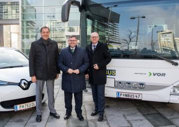 Umweltfreundliche Mobilität in Niederösterreich: Straßenbaudirektor Josef Decker, Landesrat Ludwig Schleritzko und Landesverkehrsplaner Werner Pracherstorfer (v.l.n.r.) gaben einen Überblick über Angebote und Konzepte.