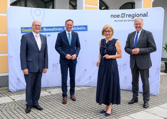 """LH Mikl-Leitner, LR Eichtinger und LR Danninger beim """"Frühstück mit der Region"""" im Waldviertel"""